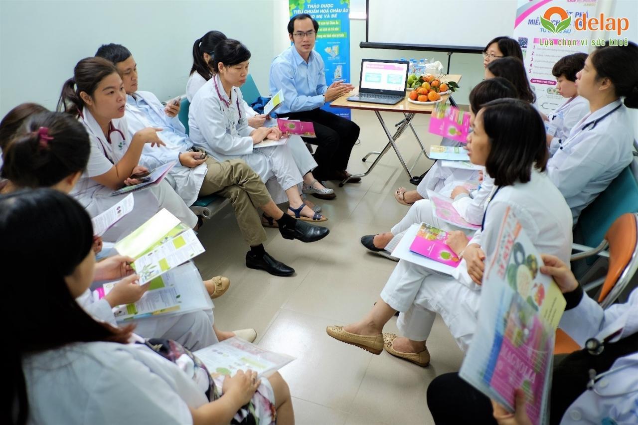 Các bác sĩ khoa Tự nguyện S cùng lắng nghe xu hướng mới trong chăm sóc sức khỏe trẻ em