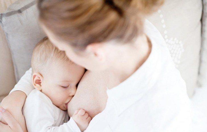 Sữa mẹ giúp tăng sức đề kháng cho trẻ