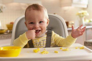 Thời điểm thích hợp nhất để trẻ bắt đầu tập ăn dặm là 6 tháng tuổi