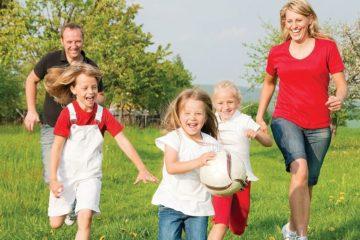 Trẻ nên tham gia các hoạt động vui chơi ngoài trời