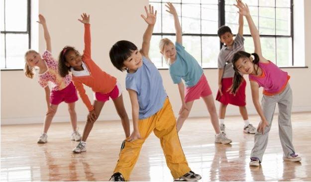 Khuyến khích trẻ vận động cũng giúp tăng sức đề kháng