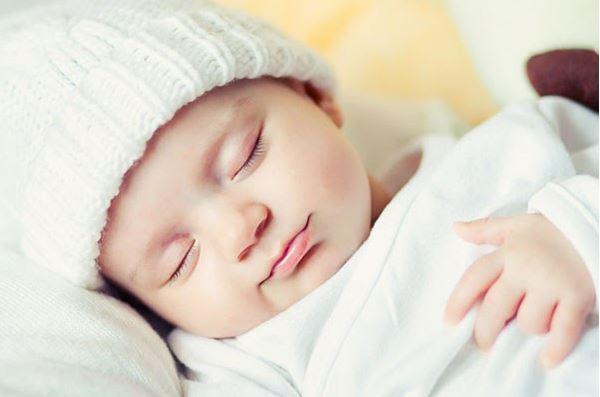 Hãy duy trì cho trẻ thói quen ngủ sớm và đủ 7-8 tiếng/ngày.