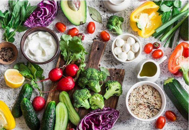 Mẹ nên lựa chọn đa dạng thực phẩm chi chế biến cho trẻ ăn
