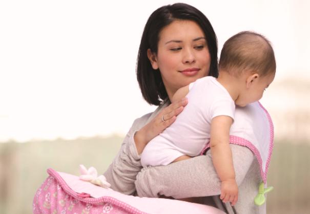 Trẻ sơ sinh thường ợ hơi sau khi bú sữa